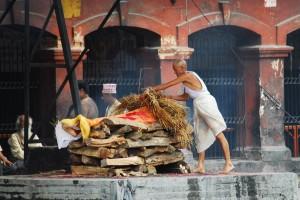عجیب ترین آداب و رسوم مراسم تدفین در دنیا